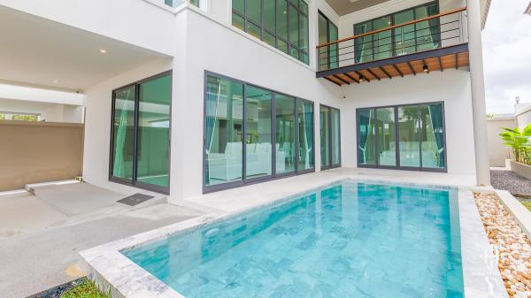 Modern 3-Bed Pool Villa in Cherng Talay