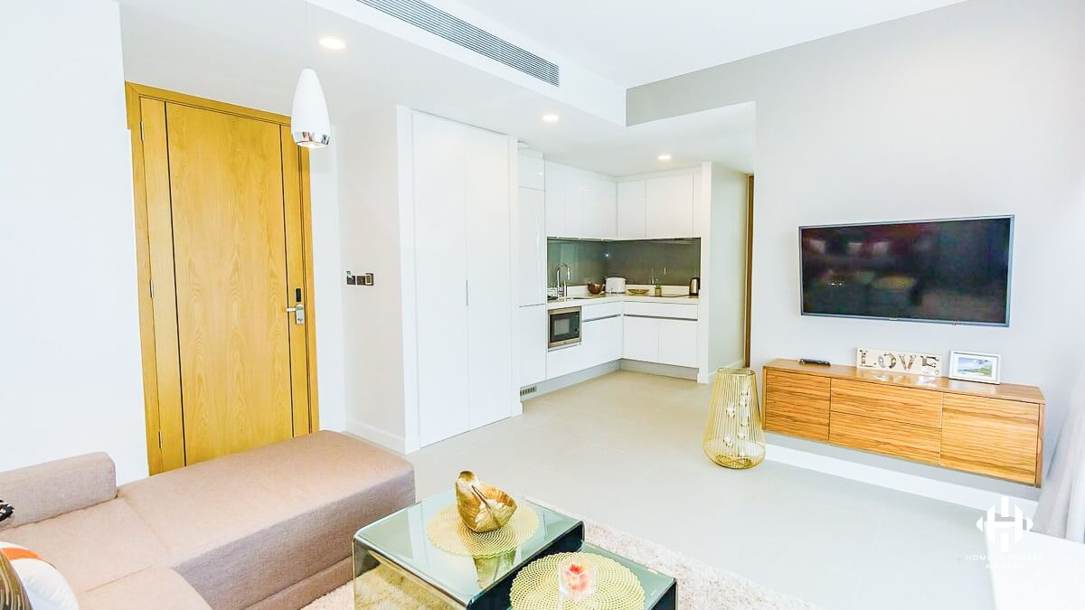 Modern 2-Bed Freehold Condo in Laguna