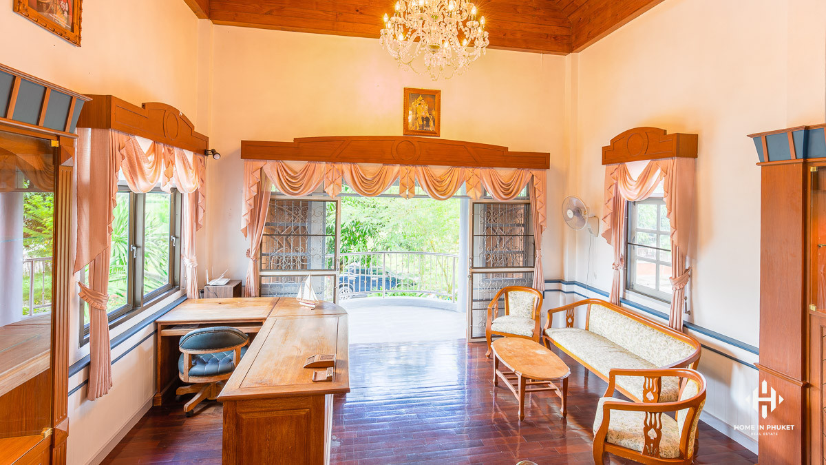 5-Bed Golf View Pool Villa in Kathu