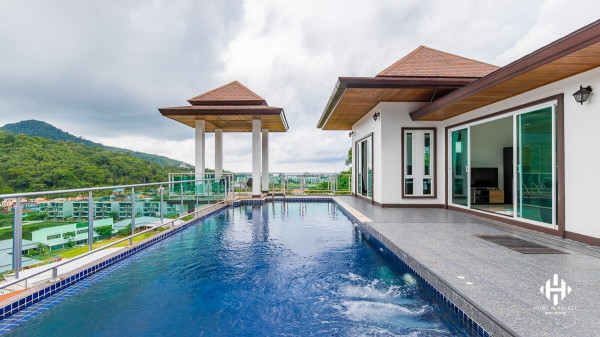 Modern 4-Bed Sea View Pool Villa in Kamala