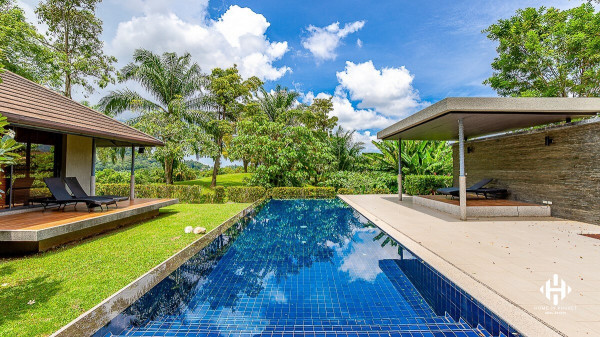 Spacious 4-Bed Golf View Villa