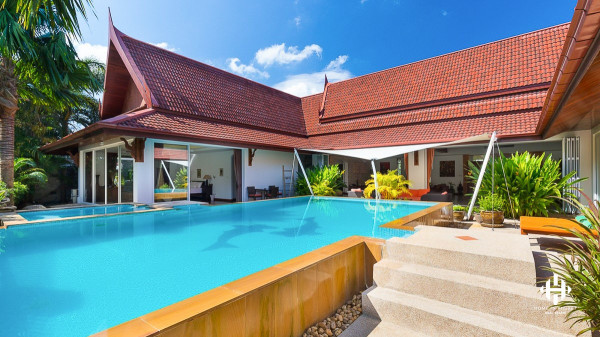 Luxury Thai-style Villa Beside Golf Course
