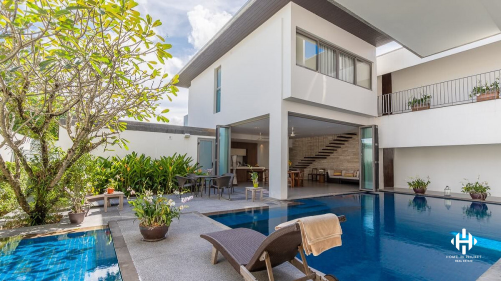 Courtyard Villa with Seaview in Yamu