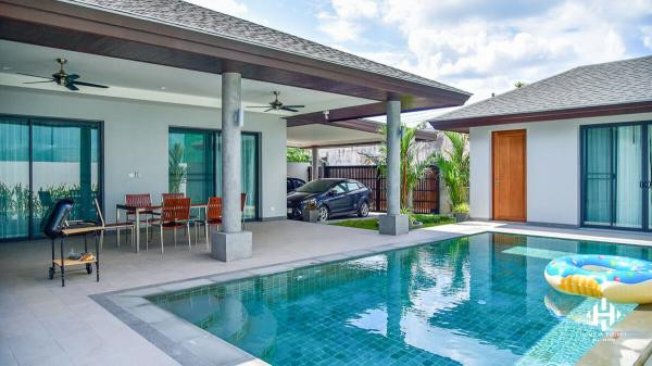 Modern 3-Bed Pool Villa in Pasak
