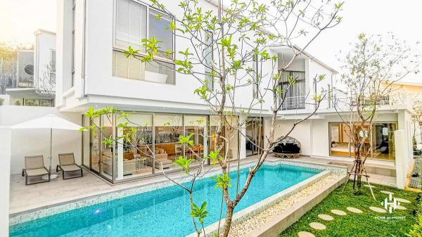Stylish Contemporary Pool Villas in Cherngtalay