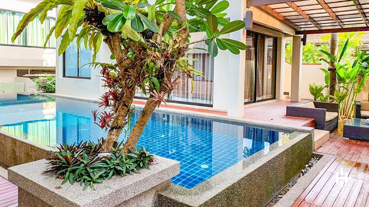 4-Bedroom Balinese Villa in Layan