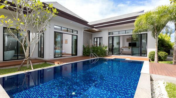 3 Bedroom Pool Villa close to Laguna