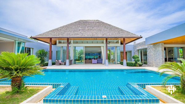 Stylish Balinese 4-beds pool villa in Layan
