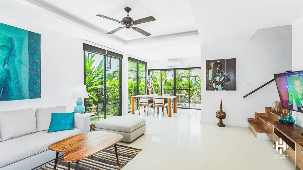 Contemporary 2-Bed Townhouse in Laguna